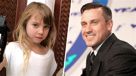 Pink's daughter Willow gives dad Carey Hart a haircut