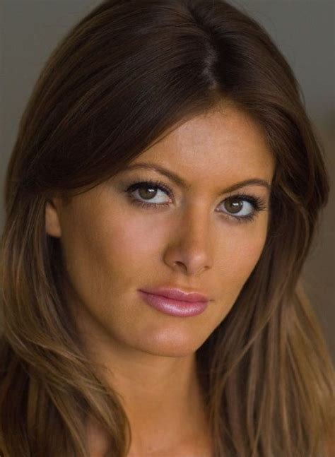 Holly Weber Bra Size, Age, Weight, Height, Measurements