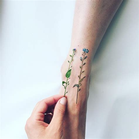 These flower tattoos by brilliant artist Pis Saro will make you want to cover your